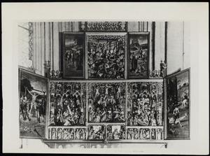 Scènes uit het leven van de H. Joris (binnenzijde luiken); De HH. Agnes en Laurentius, de annunciatie, de visitatie, de aanbidding der herders, de aanbidding der Wijzen, de besnijdenis, de presentatie in de tempel, een mannelijke en een vrouwelijke heilige, de kruisdraging, de kruisiging, de kruisafneming, de H. Joris (middendeel); Christus met apostelen (predella)