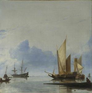 Jacht en enige schepen op kalm water
