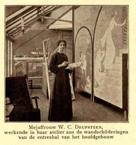 Portret van Wilhelmina Drupsteen (1880-1966) werkende aan een muurschildering