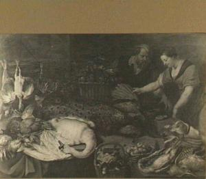 Dame zoekt gevogelte uit bij een marktkraam