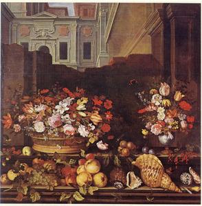 Stilleven met vaas en mand met bloemen, daarvoor vruchten en schelpen; op de achtergrond een afgebrokkelde muur met daarachter architectuur