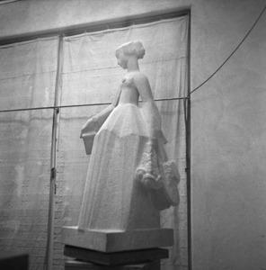 Het atelier van Jan Bronner in de Rijksakademie met het beeld van Suzanne Noiret, figuur uit de Camera Obscura van Hildebrand