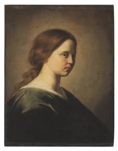 Jonge vrouw in blauwe jurk