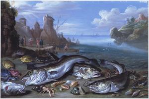 Vissen op de kust van een baai