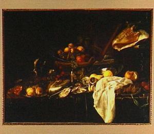 Stilleven van een porseleinen schaal met vruchten in een mand, een wijnglas, schotel en borden met vruchten en oesters, schelpen en een fluit op een deels met een groen kleed bedekte tafel