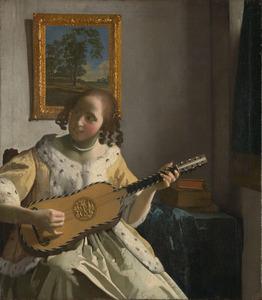 Jonge gitaarspelende vrouw