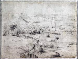 Uitgestrekt heuvellandschap met een kleine groep marcherende soldaten