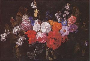 Bloemguirlande met een vlinder en een hommel voor een cartouche