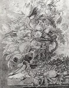 Bloemstilleven in een vaas met oor, versierd met putti, en vruchten op een stenen plint