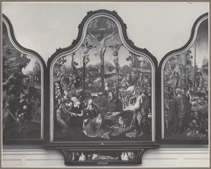 Het offer van Isaak (binnenzijde links), De kruisiging (midden), De aanbidding van de koperen slang (binnenzijde rechts); De bespotting (buitenzijde links), Christus op de koude steen (buitenzijde rechts); Het lijk van Adam geflankeerd door de HH. Martinus van Tours en Augustinus, en de stichters (predella)