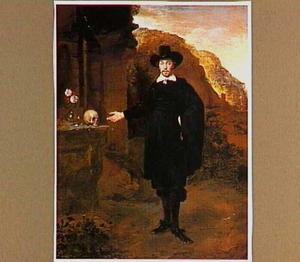 Portret van een man bij een ruïne, wijzend op een schedel en een vaasje met bloemen