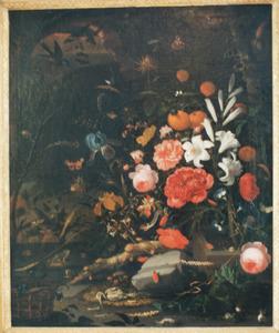 Stilleven met bloemen en skelet van een vogel