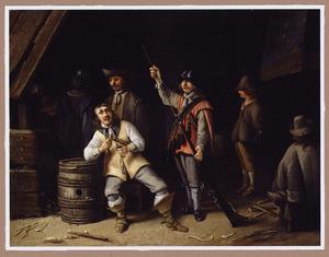 Wachtlokaal met een haring etende soldaat en een soldaat die zijn musket schoonmaakt