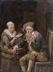 Interieur met een man die een pijp rookt en een brieflezende vrouw