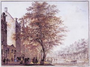 De Keizersgracht in Amsterdam met links de toegang tot het Amsterdams Theater, overdag