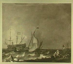 Woelige zee met een tjalk en een oorlogsschip, rechts enige figuren op de oever