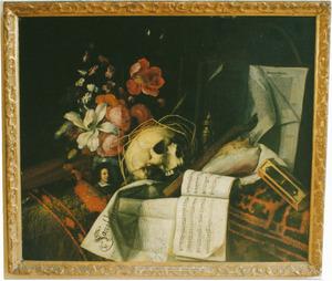 Vanitasstilleven met bloemen, schedel, documenten en portretminiatuur van de kunstenaar