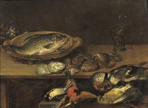 Stilleven van een karper, oesters, gevogelte en kat