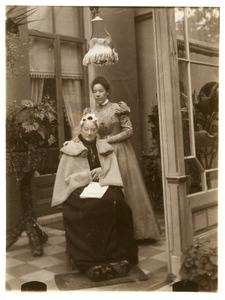 Portret van Elisabeth Jacoba de Wildt (1824-1906) en Elselina Anna de Bye (1864-1945)