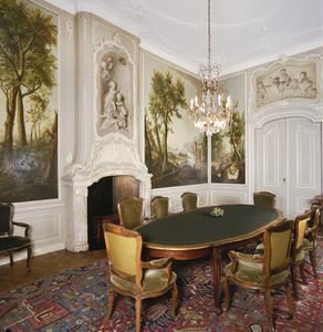 Kamer in rococo-stijl met zeven landschapsbehangsels en vier grisailles