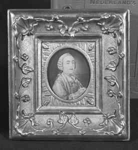 Portret van Mattheus Willem van Valkenburg (1718-1784)