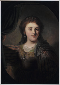 Portret van een vrouw in fantasiekostuum ten halven lijve een gordijn ophoudend