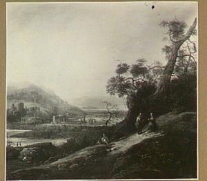 Bergachtig rivierlandschap met rechts in de heuvels reizigers, in de verte diverse ruïnes