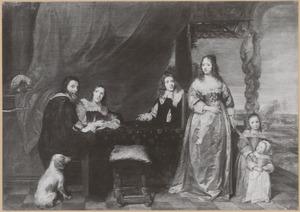 Portret van een onbekende familie  op een terras