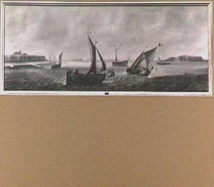 Riviergezicht met boeier en andere vaartuigen; links op de achtergrond het silhouet van een versterkte stad met kerkgebouw; midden en rechts op de achtergrond versterkte forten (Woudrichem en Loevestein?)