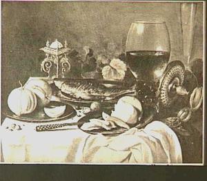 Stilleven met roemer, fluitglas, scheefliggende tazza, fruit, zoutvat en horloge
