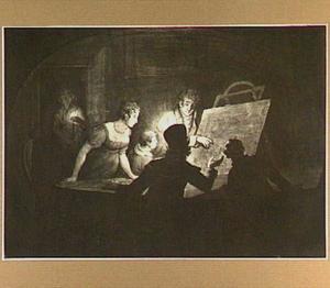 Kunstbeschouwing in interieur met kaarslicht