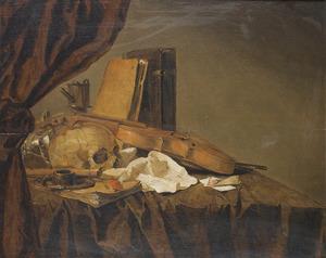 Stilleven met een schedel, een viool en een blokfluit, boeken en andere voorwerpen gerangschikt op een tafel