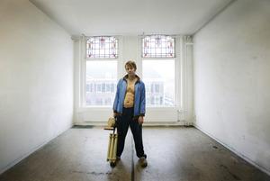 Portret van Jeroen Eisinga in zijn atelier