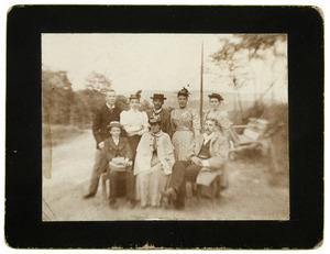 Groepsportret met Anna Catharina van Engelenburg (1873-1918)