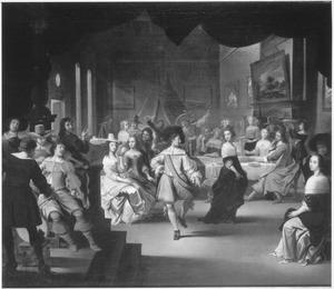 Etend, musicerend en dansend gezelschap in een interieur