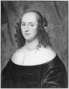 Portret van een vrouw met pijpekrullen (Jacoba Beckers?)