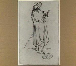 Man met hoed en zwaard, op de rug gezien