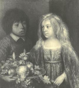 Jongen en meisje met een fruitschaal