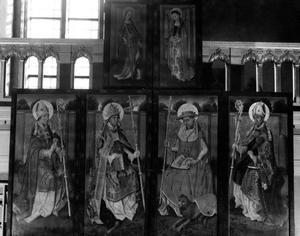 De vier Latijnse kerkvaders Ambrosius, Jeronimus, Augustinus en Gregorius met de HH. Catharina en Barbara