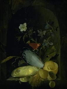 Stilleven met schelpen en blauwe anemonen