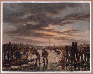 Winterlandschap met landarbeiders die ijsblokken hakken
