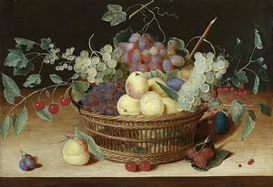Stilleven met vruchten in een mand op een houten tafel