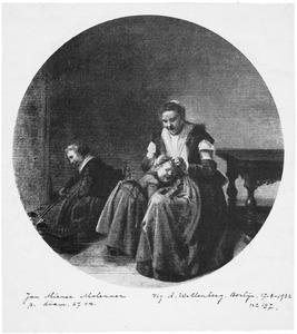Moeder die een kind verzorgt in een interieur, met een tweede kind bij de haard