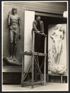 Gijsbert Jacobs van den Hof in zijn atelier