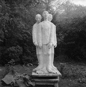 Kleimodel van Concentratiekampmannen van Mari Andriessen, waarschijnlijk een voorstudie voor het oorlogsmonument in Enschede