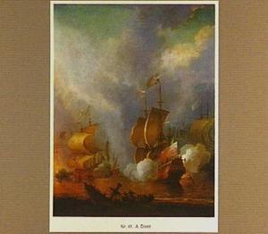 Zeeslag met zinkend schip in de voorgrond