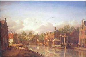 Gezicht op de Nieuwe Mare, de Korte Mare en de Langegracht in Leiden; in het verschiet de Marepoort