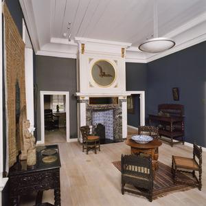 'Oosterse kamer' met laat 17de-eeuwse schoorsteenbetimmering