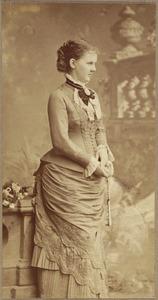 Portret van Adelheid Emma Wilhelmina Theresia, prinses van Waldeck en Pyrmont (1858-1934)