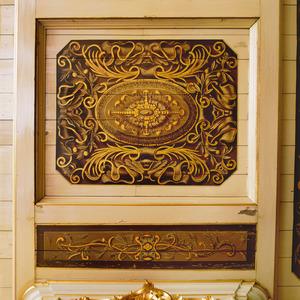 Plafondvakken met ornamenten en een rozet
